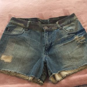 Urban outfitters Camo shorts size 27/5